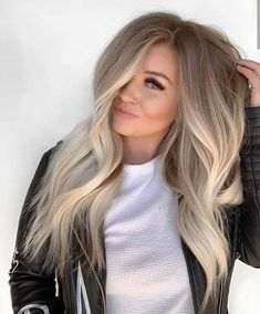 Beautiful Blends Of Balayage Ombre Hair Colors for 2019 Find here gorgeous blends and shades of balayage hair colors to wear in year Balayage has become most famous and popular hair color among ladies nowadays just because of its charming look. Ombre Hair Color, Hair Color Balayage, Haircolor, Fall Blonde Hair Color, Ashy Blonde Balayage, Hair Color For Fair Skin, Shades Of Blonde Hair, Hair Colors For Blondes, Blonde Highlights Long Hair