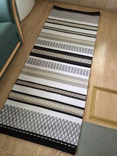 Tekstiili artesaanin valmistamia laadukkaita kotimaisia mattoja. Uniikkikappaleita. Tarinoita, jotka syntyvät kutoessa. Teen mattoja myös tilauksesta.