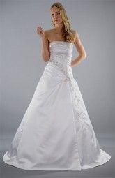 """Das elegante Brautkleid """"Pauline"""" mit champagnerfarbenen Stickereien ist ein Traum in Weiß Ƹ̴Ӂ̴Ʒ Mit blickdichter Schnürung für perfekten Halt."""