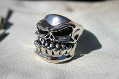 Skull Ring by Starlingear