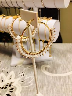 Beaded Earrings Patterns, Beaded Jewelry Designs, Bead Jewellery, Resin Jewelry, Diy Jewelry Gifts, Jewelry Crafts, Handmade Jewelry, Seed Bead Bracelets Tutorials, Fashion Earrings