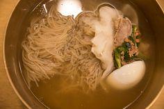 물냉면 #한일관 의 #한식, #비빔밥 Korean food, #Bibimbap  80년대 후반의 고교모임이 많았던 종로한일관 ,,,학장시절의 추억을 생각하며 압구정으로 옮긴 한일관에 처음 들어가 봅니다...  새로운 시설과 고급스러운 한정식으로 변모한 모습이군요...학창시절의 편한 한일관의 추억은 많지 않군요.... 음식은 맛갈스럽고 고급스러워 졌습니다..^^.  비빔밥의 #놋쇠그릇 이 인상적입니다...^^  #비빔밥 Bibimbap  https://en.wikipedia.org/wiki/Bibimbap  #체질약선음식건강법 동영상 https://youtu.be/xnyUuLdjSvw  #약선음식 동영상 동영상 https://youtu.be/oXOjd8tNj0w  #사상체질약선음식 http://www.iwooridul.com/sasang/sasang-food  #한류, #문화, #행사 http://www.iwooridul.com/Home/the-korean-wave…