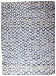 Java Kelimtæppe - Blå - 140x200 - Meget dekorativt kelimtæppe som er fremstillet af uld. Java kelimtæppet i 140x200 cm, er et pænt tæppe som kan bruges overalt i boligen. Det elfenbens- og blåmønstrede kelimtæppe skaber liv i rummet og er med til at forbedre akustikken. Findes også i to andre størrelser.