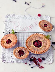 Beeren-Pies - Englische Teatime: Herzhaftes & Süßes - [LIVING AT HOME]