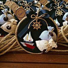 Denizci bebek magneti, bebeğinizin yaşgünü, doğumu ve diş gününde ve diğer tüm kutlamalarında misafirlerinize vereceğiniz unutulmaz bir hediyeliktir. Girl Birthday Decorations, Baby Hamper, Treasure Maps, Ocean Themes, 2nd Baby, Baby Design, Baby Shower Themes, 4th Of July Wreath, Christening