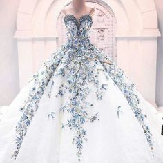 Love this dress it reminds me of the snow queens dress