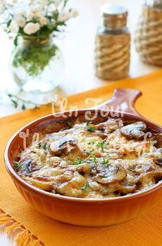 Gratin de pommes de terre aux champignons - Potato and mushroom gratin - French Cuisine - Potato Recipes, Veggie Recipes, Vegetarian Recipes, Cooking Recipes, Healthy Recipes, Good Food, Yummy Food, Quiches, Food Inspiration