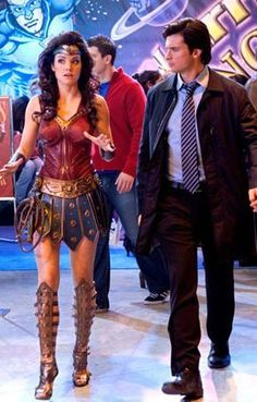 Lois Lane (Erica Durance) and Clark Kent in Smallville TV series Episode Warrior Season 9 Lois E Clark, Clark Kent, Movies And Series, Dc Movies, Tv Series, Lois Lane, Tom Welling Smallville, Lois Smallville, Smallville Comics