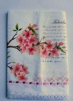 Pano de prato                                                                                                                                                                                 Mais Painting Words, Fabric Painting, Painting Techniques, Decoupage, Folk Art, Tea Pots, Textiles, Rose, Drawings