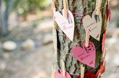 pink and fuchsia heart-shaped escort cards | Ombre Valentine's Wedding http://theproposalwedding.blogspot.it/ #valentinesday #sanvalentino #matrimonio