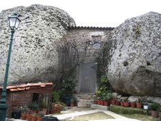 The town of Monsanto, Portugal. A village build around giant Boulders This extrodianry place is the town of Monsanto i. Monsanto Portugal, Visit Portugal, Spain And Portugal, Giant Boulder, Boulder House, Crazy Houses, Weird Houses, Small Houses, Unusual Buildings