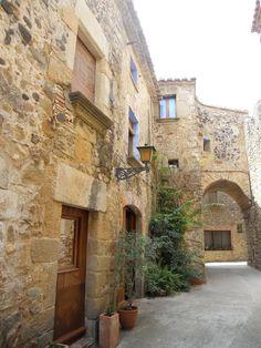 Corçà: portal d'Anyells Girona  Catalonia