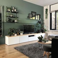 Woonkamer-met-witte-tvkast-en-groene-muur Living room with white TV cabinet and green wall Living Room Green, Living Room Tv, Home And Living, Apartment Living, Living Room Wall Colors, Tv Wall Ideas Living Room, Green Apartment, Small Living Room With Wallpaper, Living Room And Bedroom In One