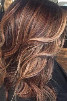 when i see all these fall hair colors for brown blonde balayage carmel hairstyles it always makes me jealous i wish i could do something like that I absolutely love this fall hair color for brown blonde balayage carmel hair style so pretty! Perfect for fa Brown To Blonde Balayage, Brown Hair With Blonde Highlights, Ombre Brown, Brown With Caramel Highlights, Fall Hair Highlights, Auburn Brown, Ombre Highlights, Caramel Balayage, Blonde Fall Hair Color