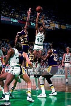 Fotografia de notícias : Gerald Henderson of the Boston Celtics shoots a...