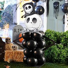 Jack Skellington is your doorman this Halloween! Stack 4 layers of balloons & top it off with a Jack orbz balloon. This Pumpkin King will be a bone-afide treat for all the trick-o'-treaters!