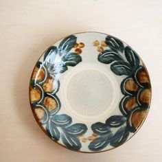Blue Pottery, Ceramic Pottery, Giraffe Drawing, Pottery Techniques, Navy And Brown, Decorative Plates, Tableware, Design, Home Decor