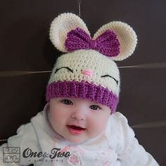 Olivia the Bunny Hat pattern by Carolina Guzman Ravelry: Olivia das Häschen-Hutmuster durch Carolina Guzman This image has get. Crochet Kids Hats, Crochet Bunny, Crochet Beanie, Crochet Crafts, Crochet Projects, Knitted Hats, Crochet Dolls, Diy Crafts, Baby Knitting Patterns