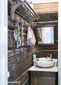 Sylin täydeltä maalaisromantiikkaa   Meidän Mökki Bathroom Toilets, Small Bathroom, House In The Woods, Rustic Cabins, Lakes, Cottages, Houses, Traditional, Furniture