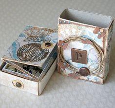 matchbox - mini album and mini box - (kitchen matches? Matchbox Crafts, Matchbox Art, Mini Albums Scrap, Mini Scrapbook Albums, Papel Scrapbook, Mini Album Tutorial, Altered Tins, Mini Photo, Album Book