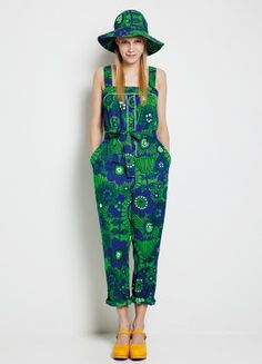 Marimekko krassi jumpsuit Want this so bad Surface Design, Marimekko Dress, Marimekko Fabric, Fashion Catalogue, Kinds Of Clothes, Look At You, Fashion Fabric, Shorts, Overalls
