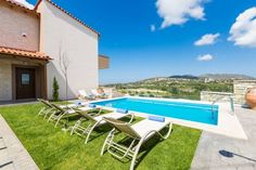 Villas Renta P�rama Situated in Perama in the Crete Region, 38 km from Heraklio Town, Villas Renta features a seasonal outdoor pool and barbecue. The accommodation boasts a spa bath. Bali is 8 km away. Free WiFi is offered throughout the property.