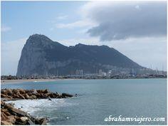 El peñón de Gibraltar es un promontorio monolítico de piedra caliza. Esta formación geológica tuvo su origen durante el período Jurásico hace unos 200 millones de años, cuando la placa tectónica africana chocó con la placa euroasiática. El Mediterráneo...