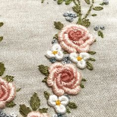 """156 Me gusta, 9 comentarios - Glícia Noronha (@ateliedaglicia) en Instagram: """"❤️ #dmcembroidery #bordado #broderie #umamorde_bordado"""""""