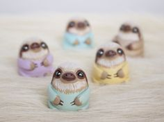Incredibly cute! Awesome Etsy listing at https://www.etsy.com/pt/listing/249439122/baby-sloth-figurine-sloth-totem-polymer