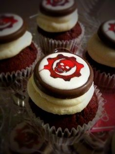 Gears of war cupcakes, making an appearance at my next party.