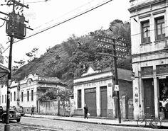Av. 7 de Setembro esquina com a Rua Halfeld, em outubro de 1958 (foto autoria de Bastos Barreto).