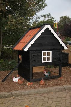 Landelijk kippenhok met dakpannen
