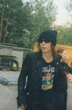 Ville with a Daniel Lioneye shirt! Valo Ville, Gothic Rock, Old Love, Black Star, Bambam, Johnny Depp, Music Bands, Gorgeous Men, Beautiful