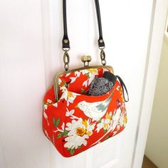 U-Handbag Patterns - The Queen Bee Bag PDF pattern