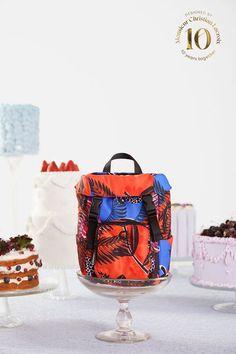 Sac à dos Trekking tropical Desigual Designed By M. CHRISTIAN LACROIX - 😍Découvrir ici - #SacDesigual #SacàDos #Desigual #bags #fashion #mode #ventespascher #instafashion #christianlacroix Christian Lacroix, Jean Desigual, Sac A Dos Trekking, Tropical, Fashion Mode, Bags, Design, Shoulder Bags, Purse