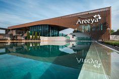 Areeya Como Clubhouse by OfficeAT – Wison Tungthunya & W Workspace Entrance Design, Facade Design, Exterior Design, High Building, Building Facade, Architecture Concept Drawings, Facade Architecture, Clubhouse Design, Halls