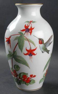 Franklin Mint Wild Bird Vase: Garden Bird