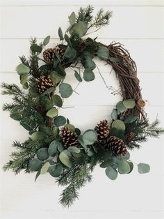 Eucalyptus and Pine Winter Wreath, Rustic Christmas Wreath, Farmhouse Christmas . Eucalyptus and Pine Winter Wreath, Rustic Christmas Wreath, Farmhouse Christmas Eukalyptus-und Kief Christmas Door Wreaths, Holiday Wreaths, Christmas Crafts, Holiday Decor, Winter Wreaths, Simple Christmas Decorations, Christmas Flowers, Christmas Trees, Spring Wreaths