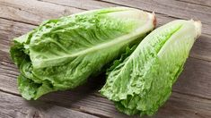 As popular as lettuce is for salads and sandwiches, you may not know that there are many different varieties. Here are 5 interesting types of lettuce. Fast Growing Vegetables, Low Carb Vegetables, Romaine Lettuce Nutrition, Lettuce Benefits, Types Of Lettuce, Lettuce Salad Recipes, Orange Sanguine, Veggie Noodles, Al Dente