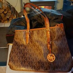 Mk purse Awesome condition. Michael Kors Bags