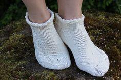 Knitted Slippers, Marimekko, Needlework, Knit Crochet, Socks, Knitting, Crocheting, Inspiration, Fashion