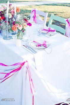 Shooting inspiration mariage Pink & Glitter table ribbon flowers - La Mariée en colère - modaliza photographe