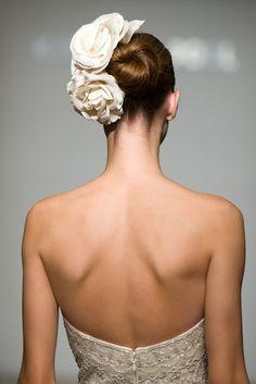 headpiece - BIG flowers... looks stunning