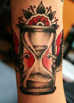 Hourglass tattoo by Kasper #traditionaltattoo #allstartattoo Tattoo Old School, Traditional Tattoo Hourglass, Traditional Tattoos, Neo Traditional, Bonsai Tattoo, All Star Tattoo, Tattoo Addiction, Tattoo Project, Creative Tattoos