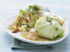 Vegetarische Kohlrouladen - mit Hirse, Tomaten und Schafskäse - smarter - Kalorien: 389 Kcal - Zeit: 55 Min. | eatsmarter.de