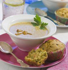 Kantarellsoppa med grönsaksmuffins. Hitta receptet på www.hemmetsjournal.se