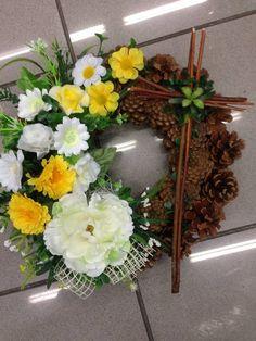 Smutocny veniec 32cm pre Olinku / anad333 - SAShE.sk - Handmade Dekorácie Funeral Arrangements, Funeral Flowers, Pine Cones, Grapevine Wreath, Grape Vines, Floral Wreath, Wreaths, Decor, Flowers