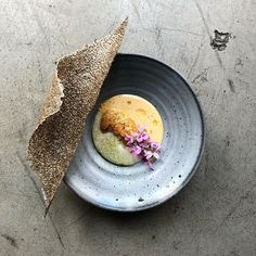 "Longoven on Instagram: ""Koji cream, fresh uni, uni cream, verbena oil, cured yolk, nori/chia cracker - course 4, tasting menu #rvadine #longovenrva"" No Salt Recipes, Gourmet Recipes, Cooking Recipes, Vegetarian Dim Sum, Catering, Cracker, Tasting Menu, Culinary Arts, Creative Food"