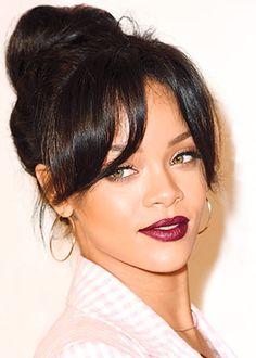 Les lèvres rouge vin de Rihanna