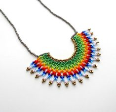 Mira este artículo en mi tienda de Etsy: https://www.etsy.com/listing/478662997/peyote-beaded-green-rainbow-mexican-half